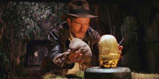W jednym miejscu można zauważyć idola z filmu o Indianie Jonesie