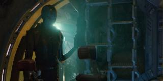 Zwiastun zdaje się potwierdzać, że wraz z Starkiem na Benatarze znajduje się Nebula - jedna z grafik promocyjnych sugerowała już, że będzie ona współpracować z Avengers