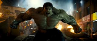 2005: Naukowe eksperymenty Bruce'a Banner wymykają się spod kontroli. Doprowadzają one do jego transformacji w Hulka.
