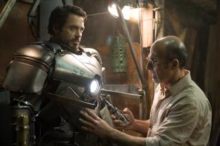 """2010: Rozgrywają się wydarzenia ukazane w filmie """"Iron Man"""". Tony Stark zostaje porwany przez terrorystów. Tworzy pierwszą zbroję Iron Mana. Ostatecznie pokonuje Obadiah Stane'a i wyjawia swoją prawdziwą tożsamość całemu światu. Tym samym zwraca na siebie uwagę Nicka Fury'ego."""