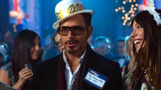 1999: W czasie imprezy sylwestrowej Tony Stark doprowadza Aldricha Killiana do wściekłości.