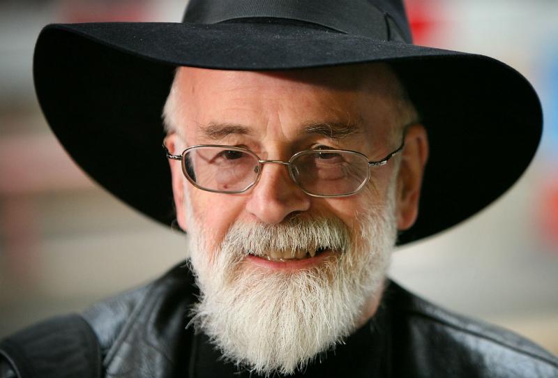 Terry Pratchett i jaskiniowiec: wczesne opowiadania autora doczekają się wydania
