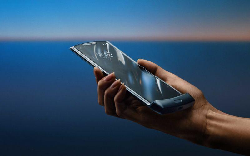 Motorola razr - jak dbać o urządzenie za 7000 zł? Zobacz wideo