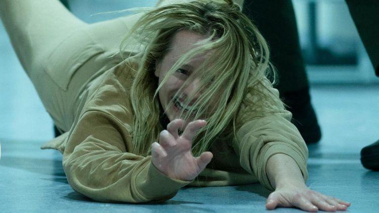 Niewidzialny człowiek - oficjalny zwiastun horroru z Elizabeth Moss