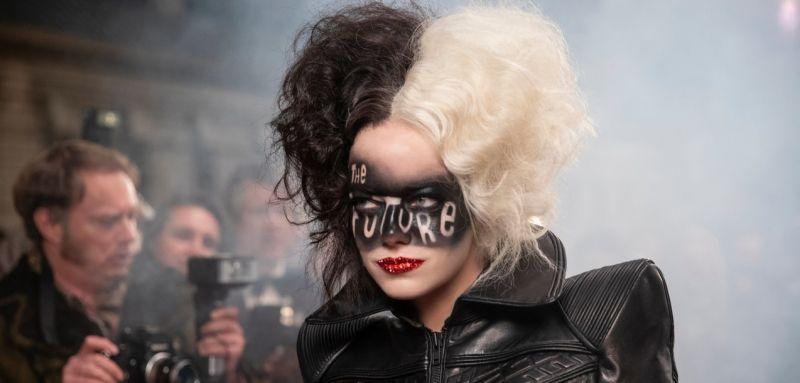 Cruella - Emma Stone w wyjątkowych kostiumach na nowych zdjęciach z filmu