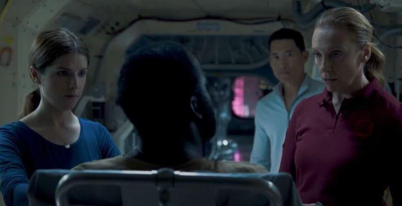Pasażer nr 4 - Toni Collette i Anna Kendrick w zwiastunie filmu science fiction Netflixa