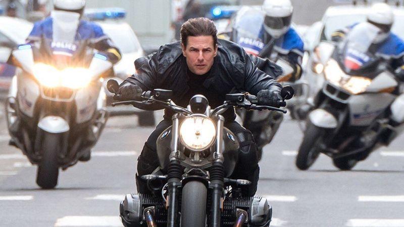 Mission: Impossible 7 - Tom Cruise na motorze podczas popisu kaskaderskiego. Pierwsze zdjęcia