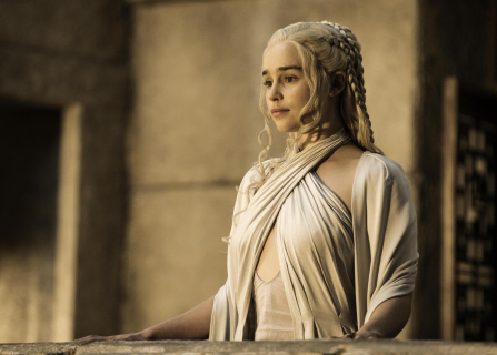 Emilia Clarke: Moc Daenerys jest w peruce – wywiad