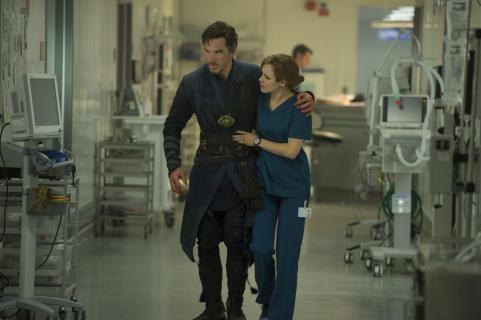 Box Office: Doktor Strange przewyższa oczekiwania w USA