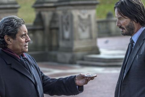 Starz zdradza więcej szczegółów na temat serialu The Continental. Czy powróci Ian McShane?