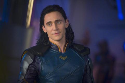 Loki w alternatywnym kolorowym kostiumie. Szkic koncepcyjny z Thor: Ragnarok