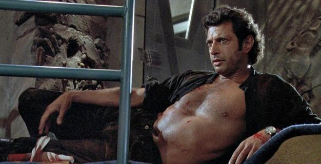 Jurassic World: Dominion - Jeff Goldblum odtworzył scenę z filmu. Prezentując tors, zachęca do głosowania