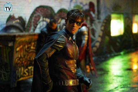 Titans – zdjęcia pokazują Robina, Starfire i Raven. Nowi superbohaterowie