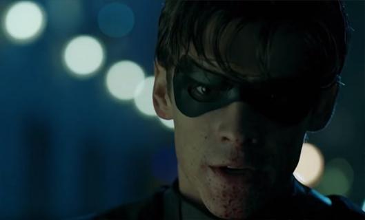 Titans – Batman zabójcą w serialu? Thwaites raz jeszcze uzasadnia przekleństwo