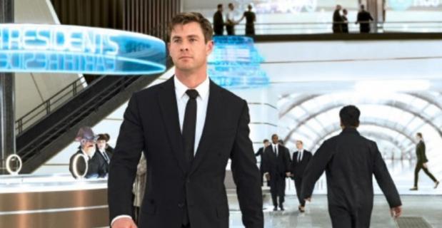 Men in Black – Hemsworth na planie chciał być jak Thor. Nowe zdjęcia i ciekawostki