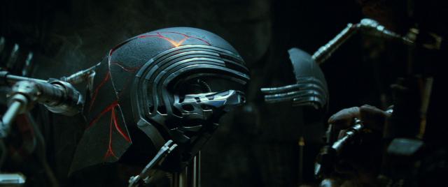 Gwiezdne Wojny: Skywalker. Odrodzenie - maska Kylo Rena ma znaczenie. Znany reżyser w filmie