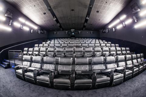 Polskie kina po lockdownie - bardzo słaba frekwencja w czerwcu. Długi powrót do normalności