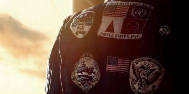Top Gun: Maverick - naszywki na kurtce wywołały wielkie polityczne kontrowersje