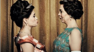 The Crown - obsada 3. sezonu serialu Netflixa w sesji zdjęciowej