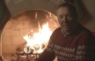 Kevin Spacey jako postać z House of Cards. Aktor wrzuca dziwaczne wideo do sieci