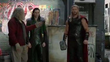 Thor: Ragnarok - Odyn z synami walczy z Helą. Oto usunięta scena