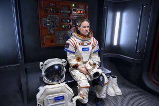Rozłąka: Hilary Swank o pracy nad serialem science fiction [WYWIAD VIDEO]
