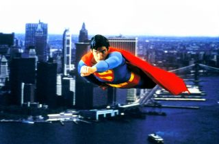 To ptak, to samolot... Tylko dlaczego Superman w ogóle może latać?