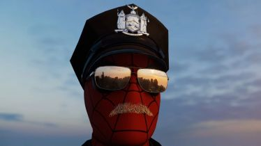 Spider-Cop w Marvel's Spider-Man. Pajączek z nowymi szatami