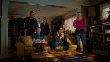 Riverdale - zdjęcia z 2. odcinka 5. sezonu serialu. Betty i Jughead na tropie przerażających taśm