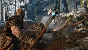 God of War - fanka stworzyła imponującą replikę topora Kratosa. Cory Barlog jest nią zachwycony
