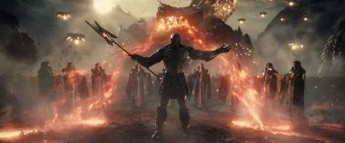 Liga Sprawiedliwości Zacka Snydera - nowe zdjęcia z filmu. Darkseid na tronie