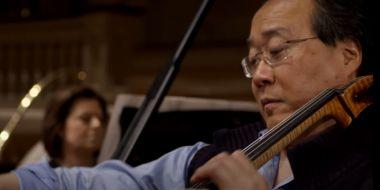 Yo-Yo Ma dał nietypowy koncert. Zagrał spontanicznie… po szczepieniu