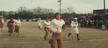 12 Mighty Orphans - zwiastun filmu. Drużyna sierot walczy o mistrzostwo stanu