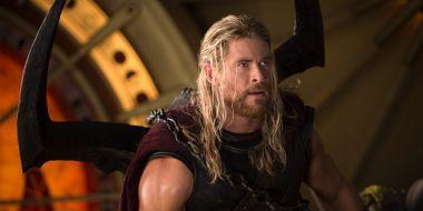 Thor ma już 10 lat, a my wracamy do początków: skąd jasne brwi u Chrisa Hemswortha?