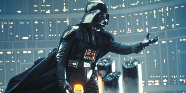 Rey jest wnuczką Vadera - między wydarzeniami z filmów Zemsta Sithów i Nowa nadzieja zamieniający się w Vadera Anakin miał spłodzić jeszcze jedno dziecko