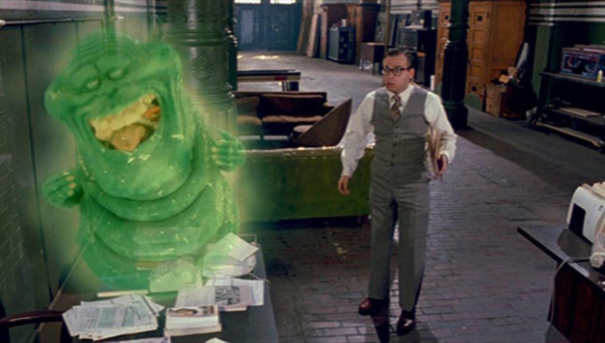 """50. Slimer; najważniejszy film z jego udziałem – """"Pogromcy duchów"""" (poziom pozytywnych opinii na Rotten Tomatoes – 97%); liczba miesięcznych wyszukiwań w Google – 3300; liczba odsłon podstrony w Wikipedii – 5060; ogólny wynik – 39,48."""